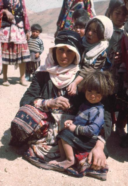 afghanistan, koerdistan familie Afghanstan 1971, on the road