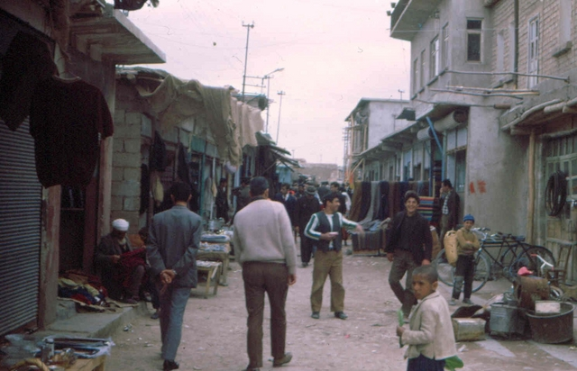 cisze2 Afghanstan 1971, on the road