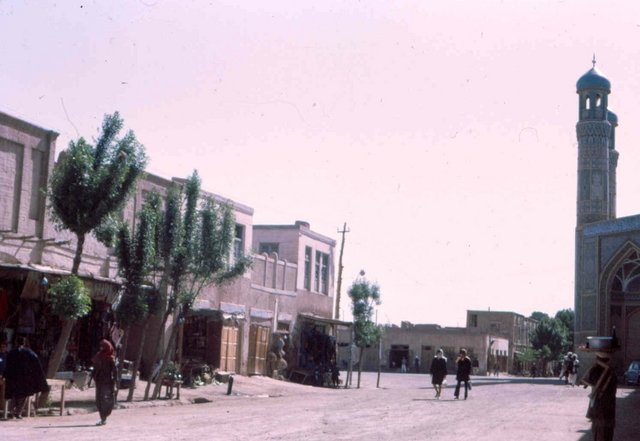 Herat centre Afghanstan 1971, on the road