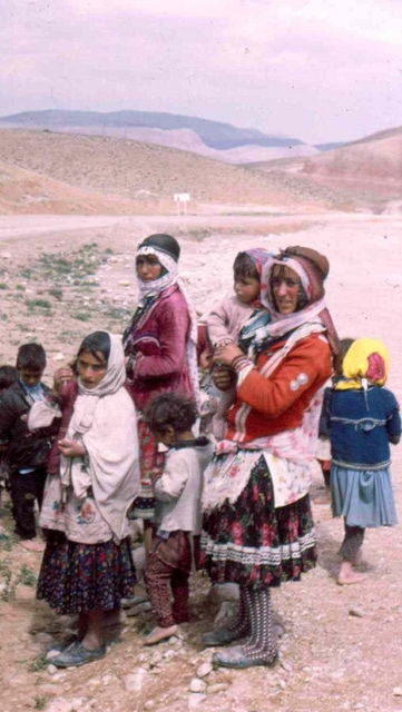 koerdische familie vrouwen Afghanstan 1971, on the road