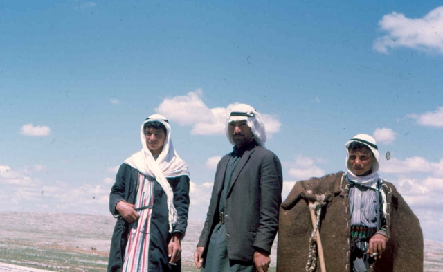 08 koerdistan boeren Afghanstan 1971, on the road