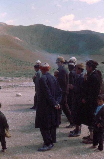 lekker cigaretje Afghanstan 1971, on the road