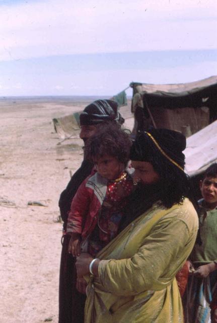 vrouwen in de woestijn irakbaghdad mosul Afghanstan 1971, on the road