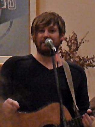 P1090488(1) Phil Marshall - Living Room Concert 11-20-2010