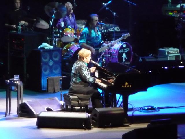 P1100813 Elton John - MSG - 03-20-2011