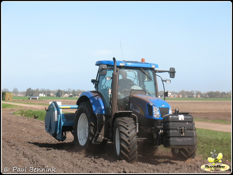 New Holland T6050 (2)-BorderMaker -