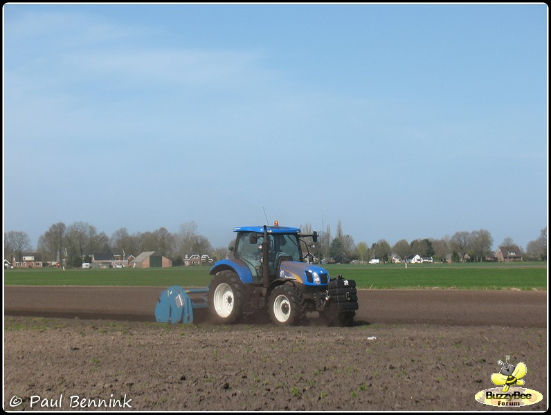 New Holland T6050 (5)-BorderMaker -