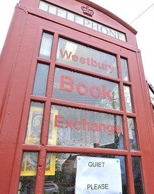 Smallest-library-in-the-world-005 -