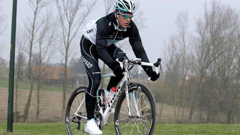bff823f44fd ... jonge wielrenners Wouter Weylandt, Frederiek Nolf en Dimitri De Fauw  een herdenkingsmonument onthuld langs de Schelde in Zwijnaarde.
