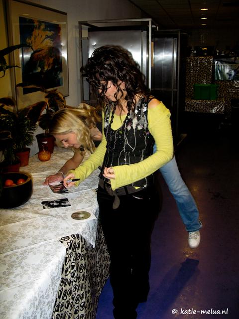 katie melua hmh meet greet 081206 04 Katie Melua HMH Amsterdam Meet and Greet 08.12.06