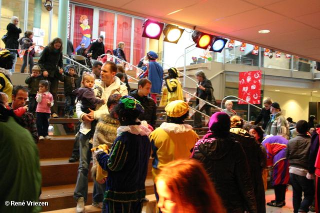 René Vriezen 2011-11-19#0870 Sinterklaas en Pieten Presikhaaf Kinderclub Feest MFC zaterdag 19 november 2011