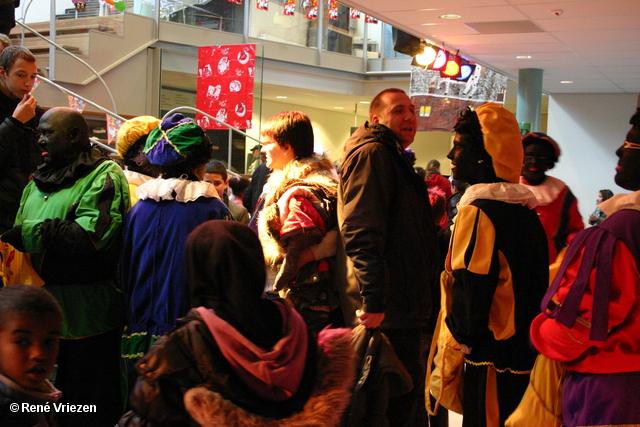 René Vriezen 2011-11-19#0874 Sinterklaas en Pieten Presikhaaf Kinderclub Feest MFC zaterdag 19 november 2011