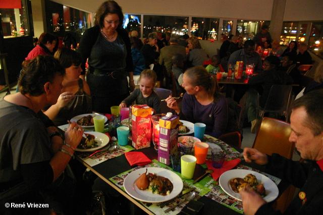 René Vriezen 22-12-2011 095 KerstDiner VoedselBank Resto van Harte Leerpark Presikhaaf donderdag 22 december 2011