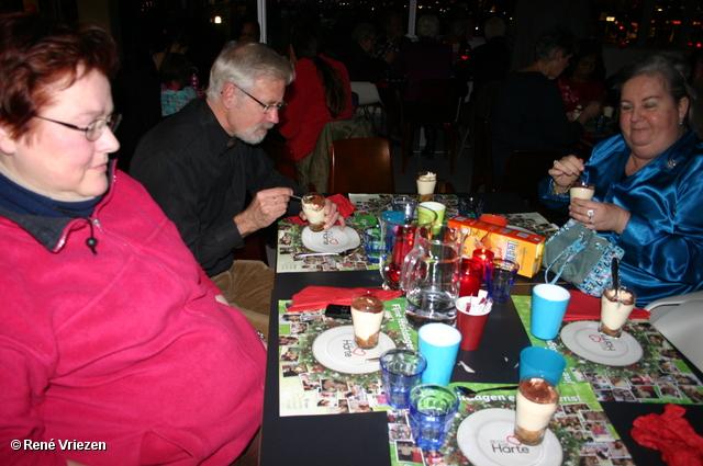 René Vriezen 22-12-2011 103 KerstDiner VoedselBank Resto van Harte Leerpark Presikhaaf donderdag 22 december 2011