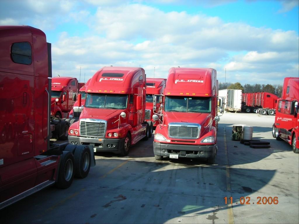 f0037 - Trucks