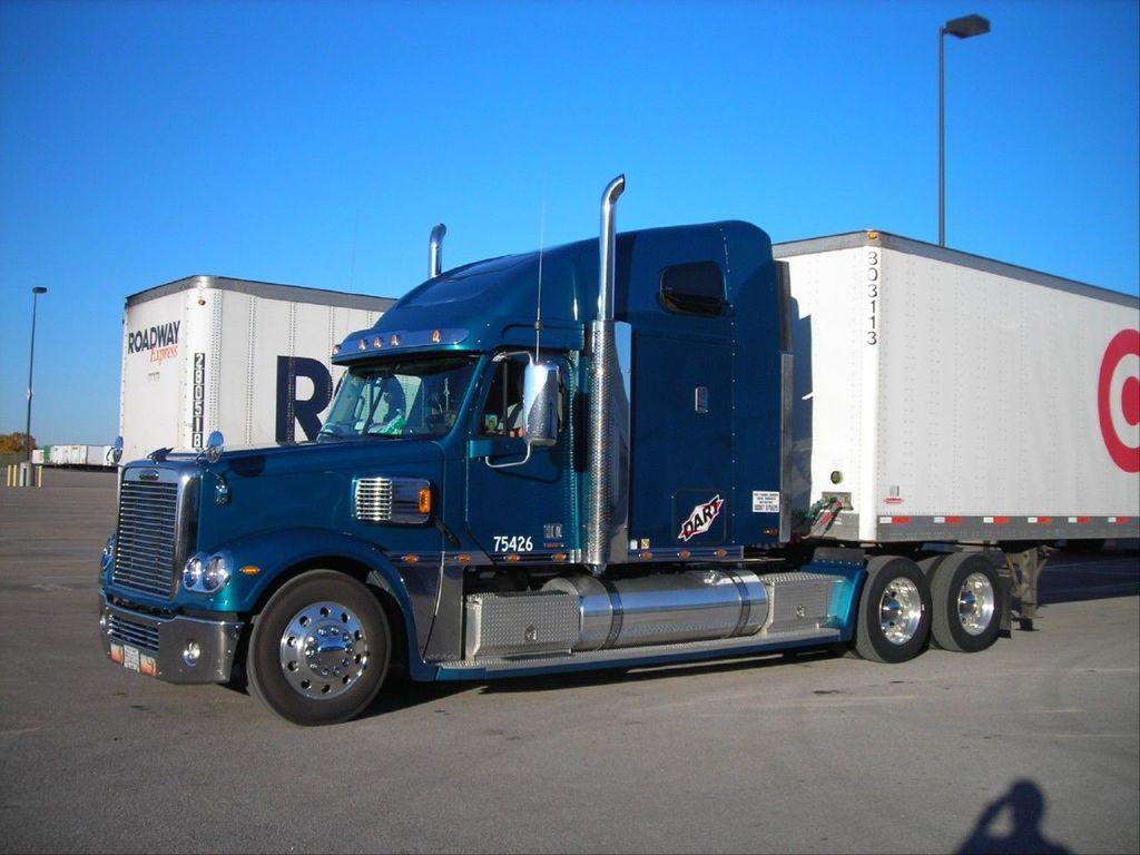 f0028 - Trucks