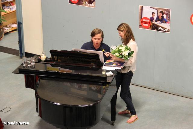 R.Th.B.Vriezen 2012 05 23 4018 PvdA Arnhem-JS Benefietavond+Veiling voor de Arnhemse Voedselbank woensdag 23 mei 2012
