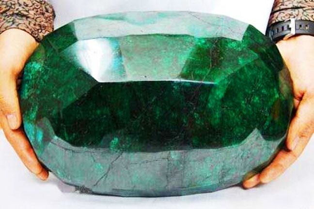 world largest emerald 03 -