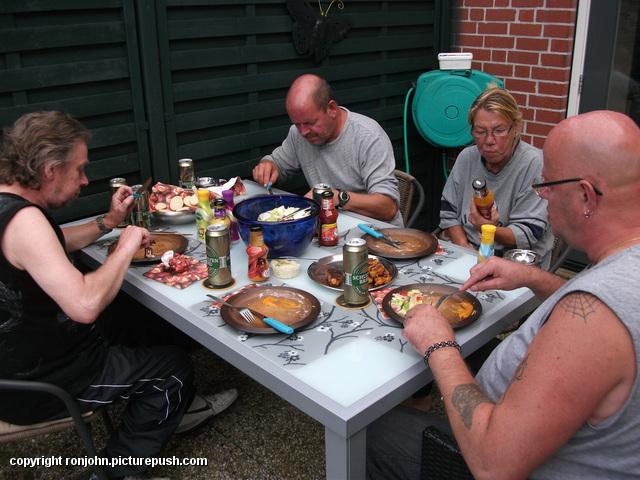 Bbq bij Ruud en Wil 11-08-12 8 Bij de achterburen